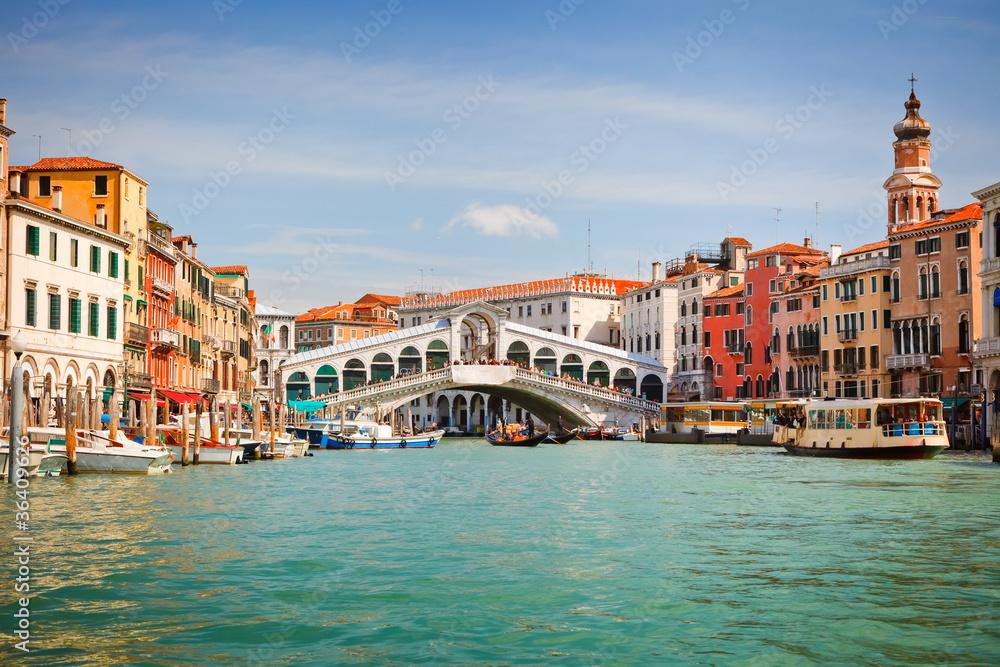 Rialto mostu na canale grande w Wenecji
