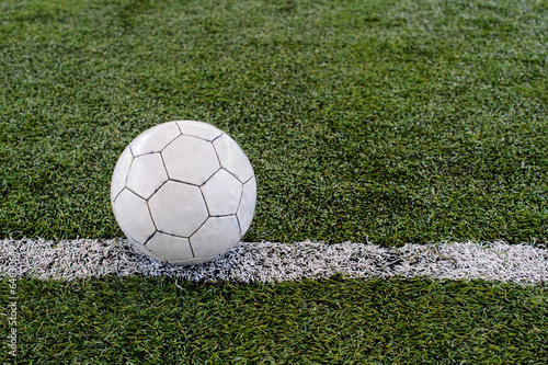Piłka na polu trawy