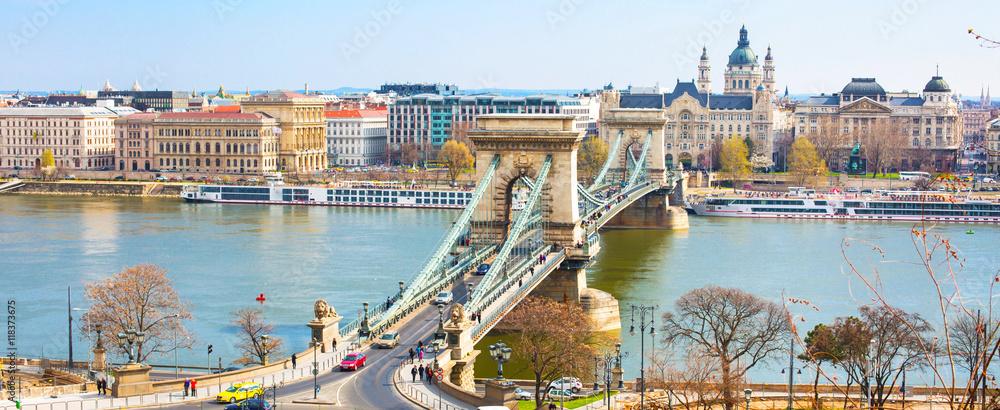 Atrakcje Budapesztu, most łańcuchowy, Dunaj, domów panorama