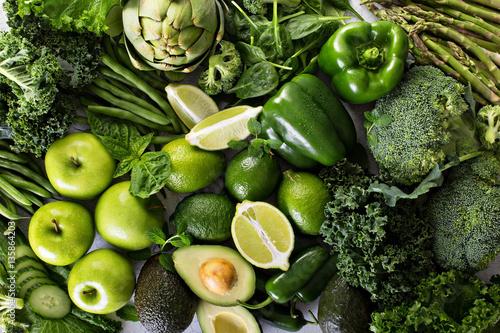 Różne zielone warzywa i owoce