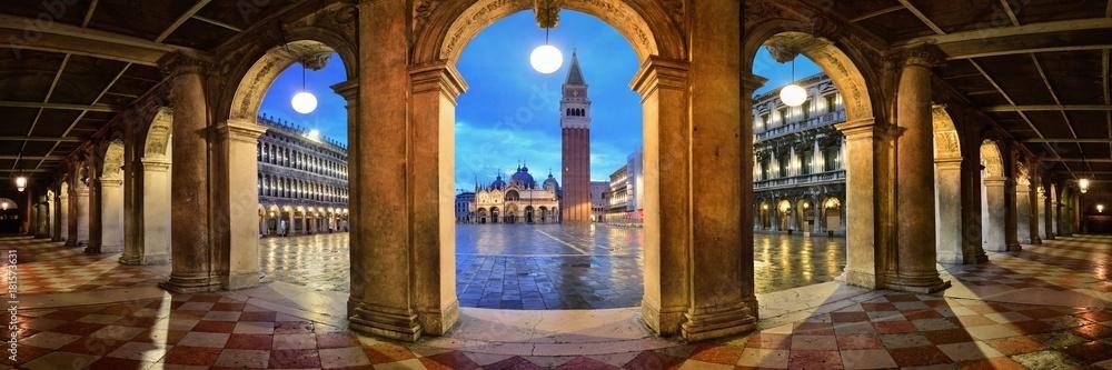 Piazza San Marco korytarz zobacz nocna panorama