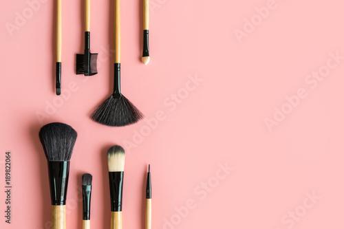 Zestaw niezbędnych profesjonalne pędzle do makijażu