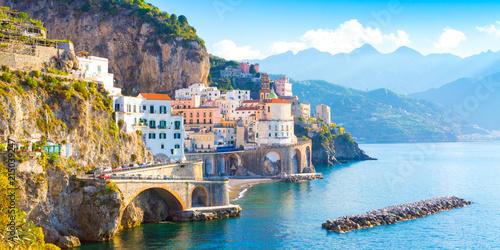 Rano widok na miasto Amalfi, na wybrzeżu morza Śródziemnego, Włochy