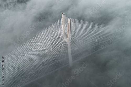 Most Redzinski w chmurach z lotu ptaka