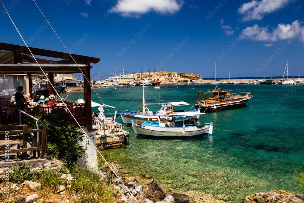 Restauracja na nabrzeżu Starego portu w miejscowości Hersonissos, Kreta
