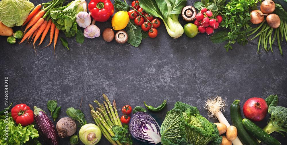 Koncepcja zdrowej żywności, świeże warzywa i składniki do gotowania