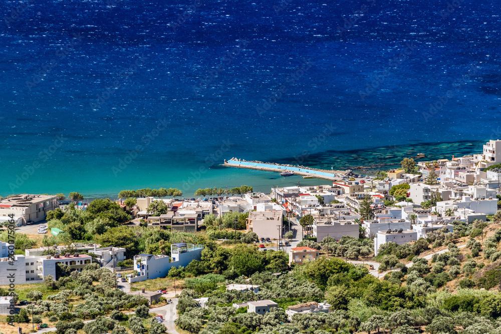 Piękny widok na kreteńskie plaże z góry na wyspie Kreta, Grecja
