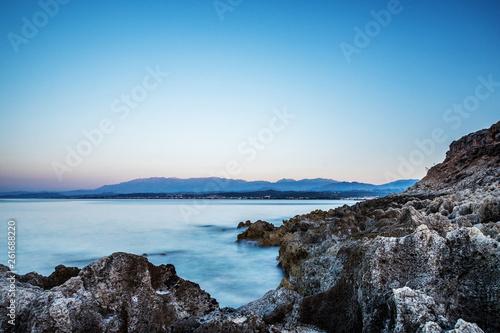 Ocean, plaża na Krecie długim czasie otwarcia migawki