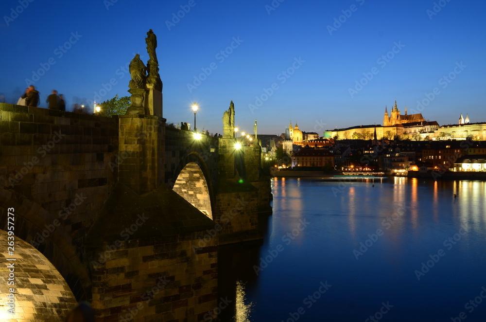 Most karola w Pradze w nocy