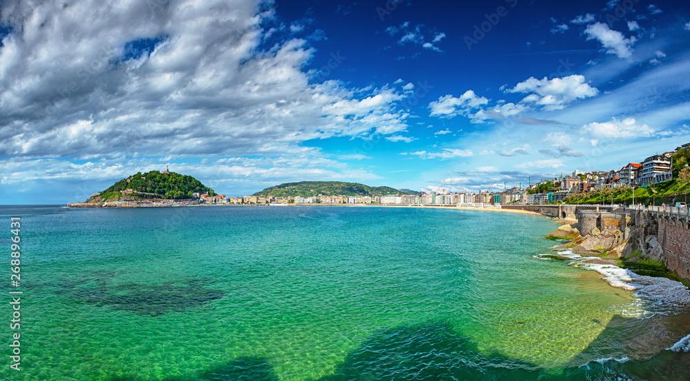 Widok na plażę w San Sebastian, Hiszpania
