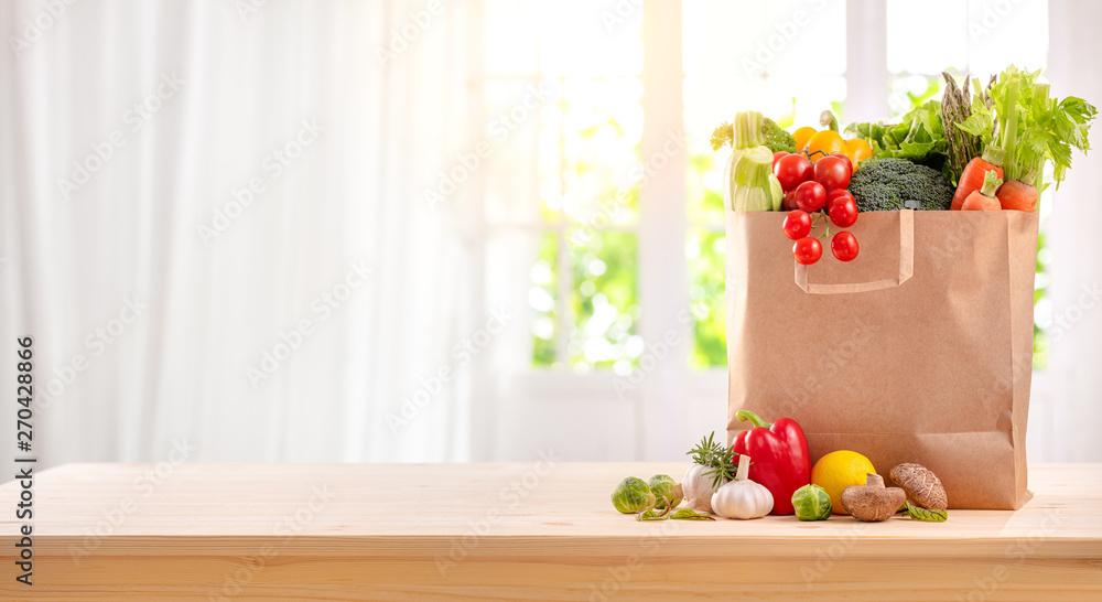 zdrowe produkty na stole w kuchni