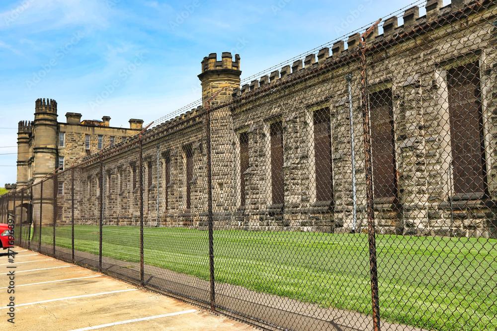 W Маундсвилле, wirginia Zachodnia więzienia został zbudowany w 1866 roku i działał do 1995 roku. Podobno straszy, to popularne atrakcje turystyczne atrakcje w mieście Wheeling dziedzinie.