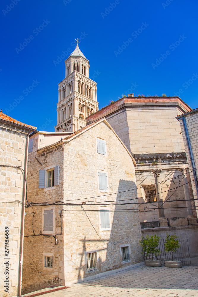 Split, Chorwacja listę Światowego dziedzictwa UNESCO. W domu starego miasta i wieże katedry w imperium Rzymskim pałacu Dioklecjana