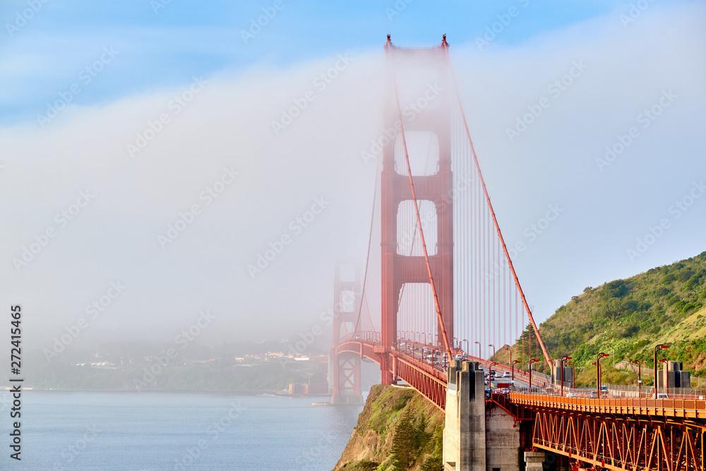 Golden gate bridge w mglisty poranek, San Francisco, Ca, STANY zjednoczone