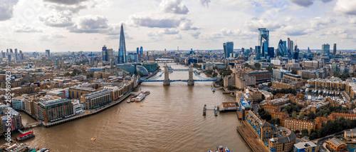 Piękny widok na Tower bridge w Londynie, wielka Brytania. Niesamowity symbol Anglii.