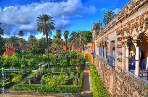 HDR zdjęcia piękne, niesamowite ogrody w Alcazar w Sewilli - rezydencja stworzona z dawnego mauretańskiego pałacu w Andaluzji, Hiszpania