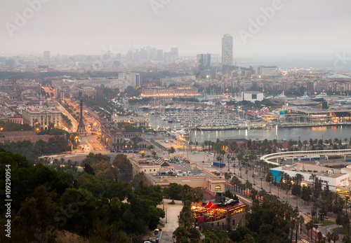 Wieczorna panorama Barcelony