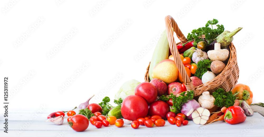 Świeże warzywa i owoce, na białym tle na białym tle.