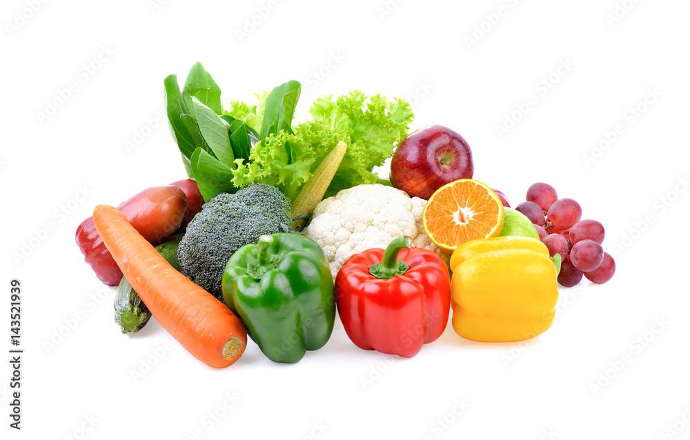owoce i warzywa na białym tle