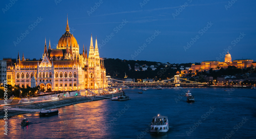 Budynek parlamentu w Budapeszcie, nocny widok