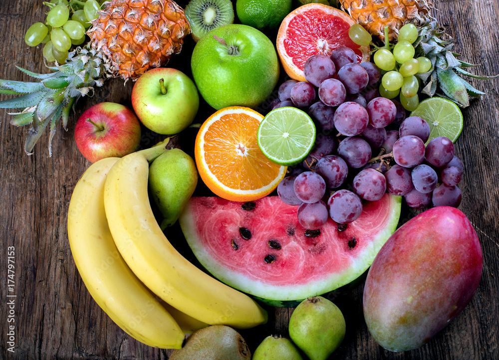 Świeże owoce organiczne tło. Zdrowa koncepcja jedzenia. Widok z góry.