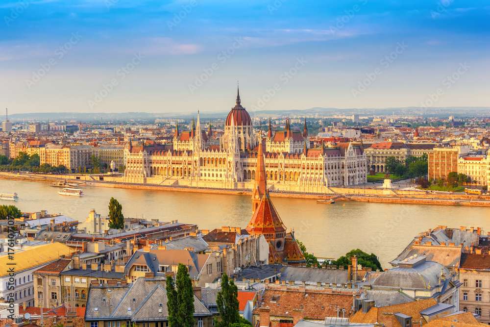 Miasto Budapeszt w Hungalian parlamentu i Dunaju, Budapeszt, Węgry