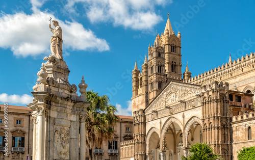 Widok na Palermo katedra z posągiem Santa Росалия, na Sycylii, we Włoszech