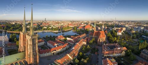 Widok z lotu ptaka na Ostrów Tumski, rzekę oraz południową część miasta - Wrocław, Polska