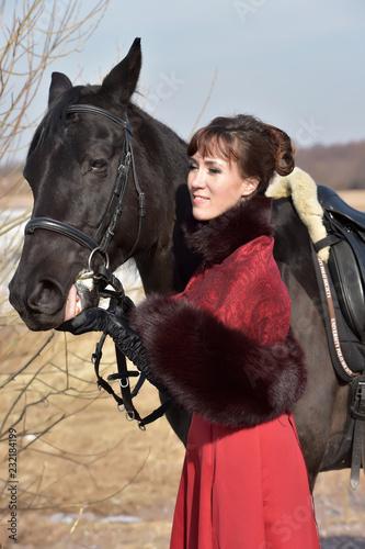 kobiety w vintage garnitur z koniem