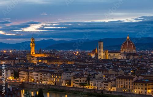 Panoramiczny widok na Florencję na zachodzie słońca, Włochy