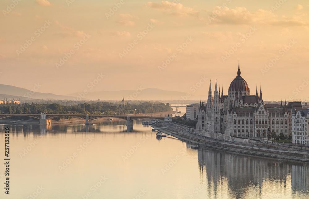 Budapeszt to miasto z budynku parlamentu i Dunaju