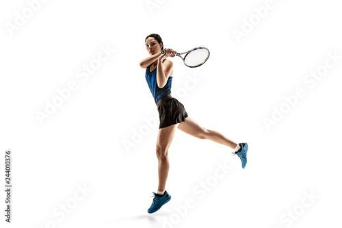 Pełnej długości piękny Portret młodej kobiety, grać w tenisa, na białym tle na białym tle. Zdrowy tryb życia. Zajęcia, fitness, sport, ćwiczenia koncepcję. Kobiece model w ruchu lub ruch