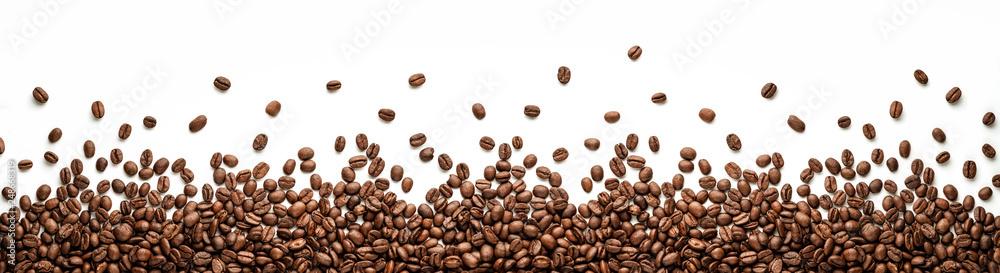 Panoramiczny ziaren kawy granicy, na białym tle na białym tle z kopia miejsce