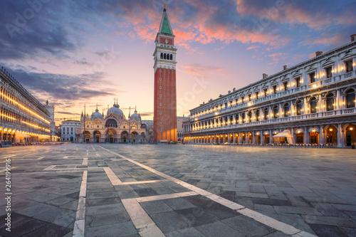 Wenecja, Włochy. Obraz placu San Marco w Wenecji, Włochy podczas wschodu słońca.