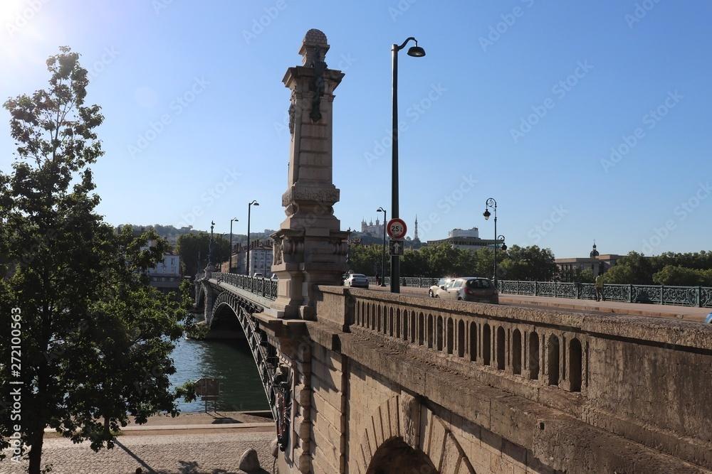 Miasto Lyon - Most Uniwersytecie na rzekę Rodan został otwarty w 1903 roku z łuki metalowe