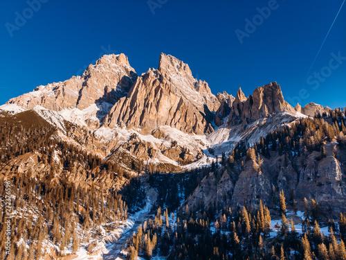 Wschód słońca w Dolomity w Południowym Tyrolu, Włochy. Filtr powietrza widok z góry