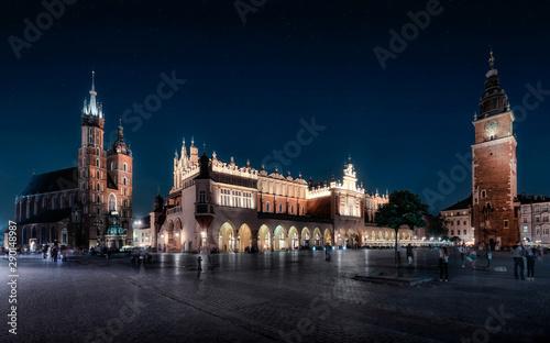 Kraków nocą - sukiennice i Mariacki i Wieża ratuszowa, w Polsce, Europie (Kraków , Warszawa)