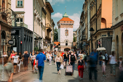Kraków, Polska. Widok brama floriańska Kraków, średniowieczny zamek królewski na Wawelu - Saint-Florin. Na listę światowego dziedzictwa UNESCO