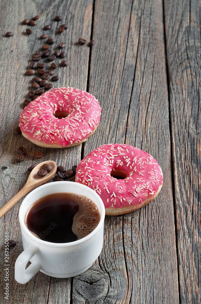 Kawa i pączki różowy