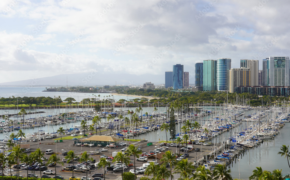 Port i Panoramę miasta w Honolulu na Hawajach