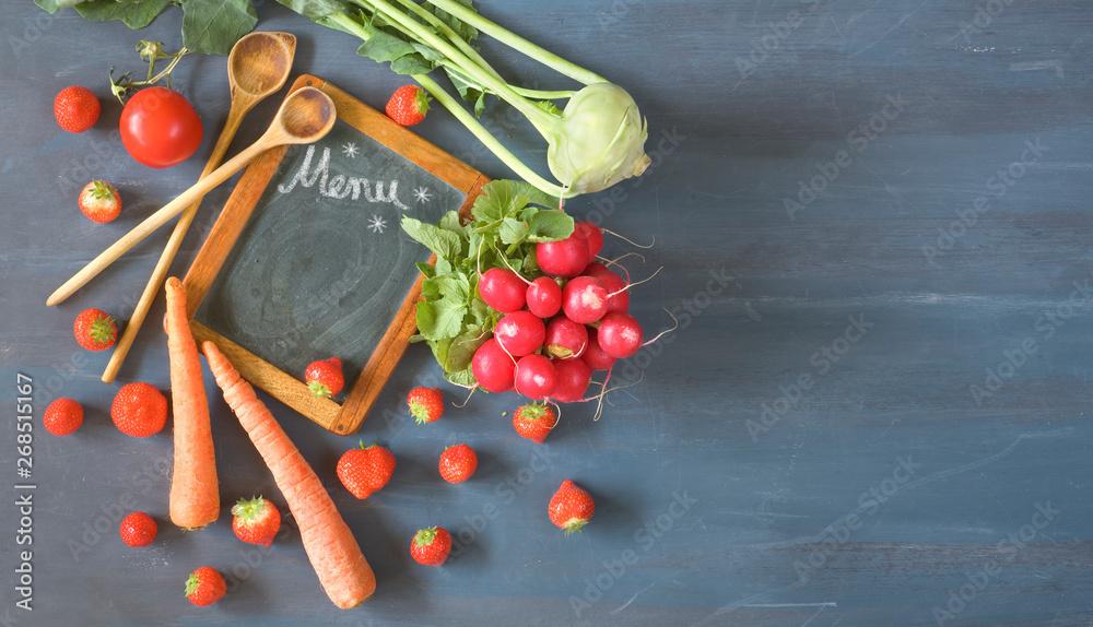 gotowanie ze świeżymi warzywami i owocami, w wiosennym czasie, leżała płasko z systemu blackboard menu i wolne miejsce