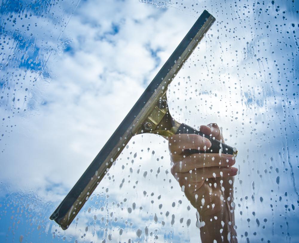 Jak umyć okno bez smug?