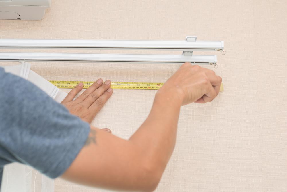 Jak zmierzyć rolety montowane do sufitu